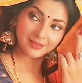 Smriti Sinha  Proves Show Must Go On Even After The Accident She Came For Shooting On the sets of Bhaag Khesari Bhaag